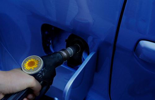 carga de biocombustible en un vehículo