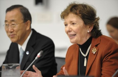 Ban Ki-moon y Mary Robinson en una conferencia