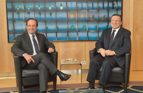 Hollande y Barroso, sentados