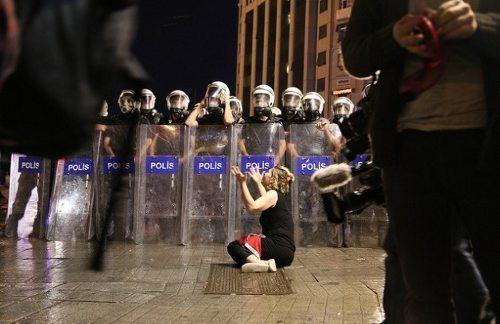 Las mujeres turcas protestan contra el patriarcado for Documentacion para reclamar clausula suelo