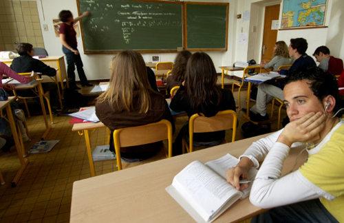 Estudiante de la universidad de colombia dedeada y manoseada por dos compantildeeros de clase ver maacutes httpzoeekdy - 3 7